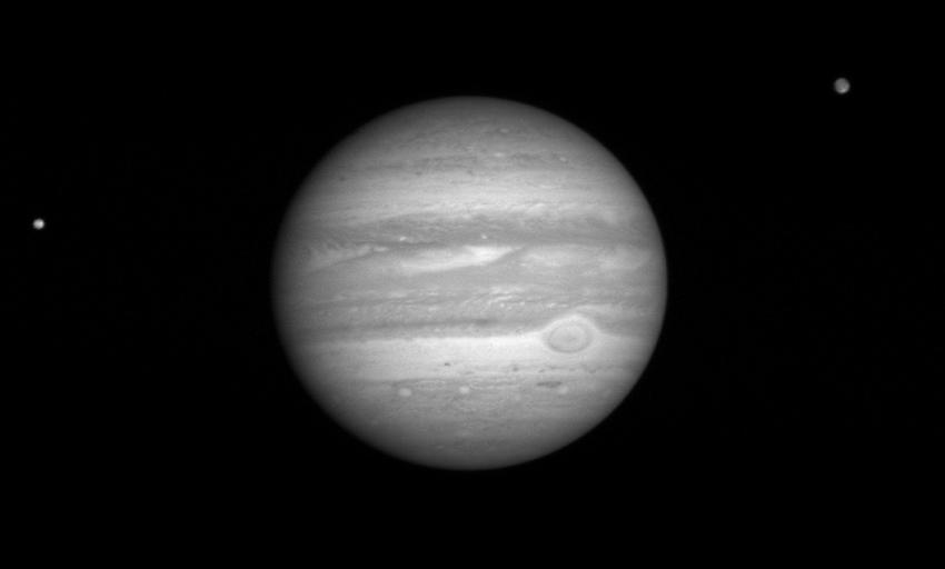 Jupiter_távcsővel